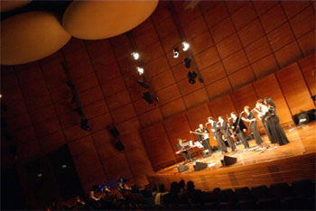 "stage dell'auditorium con i ""4 Heaven & More"" in concerto"